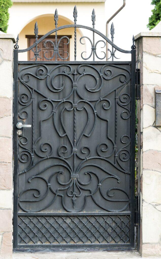 Metal Security Screen Doors in Los Angeles - roysscreenservice
